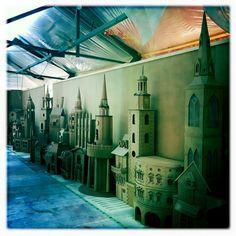 Museum of London Dickens diorama exhibit designed by Simon Costin Castle Backdrop, Cardboard City, Church Stage Design, Christmas Carol, Christmas Ideas, Christmas Decorations, Creative Review, Art Folder, Fantasy Castle