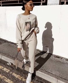 Casual Athleisure Fashion Ideas For Women can find Teen workout and more on our website.Casual Athleisure Fashion Ideas For Women 2019 Chill Outfits, Mode Outfits, Casual Outfits, Fashion Outfits, Gym Outfits, Workout Outfits, Fitness Outfits, Fashion Clothes, Athleisure Outfits