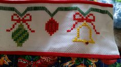 1 million+ Stunning Free Images to Use Anywhere Cross Stitch Embroidery, Cross Stitch Patterns, Christmas Cross, Christmas Ornaments, Swedish Weaving, Free To Use Images, Embroidery Designs, Merry, Crochet