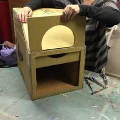 casita para gato, qué bonito le está quedando hoy en clase casi terminada