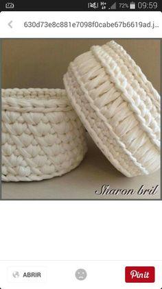 White T-shirt crochet basket Crochet Motifs, Crochet Quilt, Crochet Cross, Diy Crochet, Crochet Stitches, Crochet Patterns, Yarn Projects, Crochet Projects, Crochet Bowl