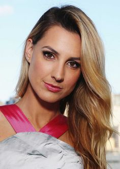 Aussie beauty Laura Dundovic reveals her beauty secrets and healthy eating tips, plus celebrity trainer James Duigan dishes his verdict on her habits. Healthy Eating Tips, Healthy Habits, James Duigan, Beauty Secrets, Health Fitness, Celebrity, Clean Eating Tips, Celebs, Healthy Diet Tips