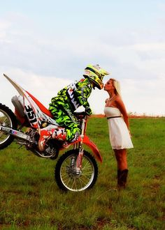 I soooo wanna do this with Austin!! I'm in love with this picture. Maybe when he gets his new bike we can do this.