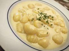Gnocchi di patate con salsa ai 4 formaggi 🧀🍽  • Ecco un classico piatto adorato dagli italiani, che come me, amano i formaggi. 😋
