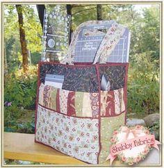 Id Be Quiltin: This pattern is for the Id Be Quiltin tote, a large 17 tote perfect for carrying supplies for quilting, scrapbooking, stamping, or other crafts. The tote has several large exterior pockets.