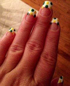 My Packers game day nails, only with an all white nail :) Packer Nails, Football Nails, Football Baby, Dot Nail Designs, Nail Designs Spring, Fun Nails, Pretty Nails, Seasonal Nails, Cool Nail Art