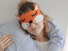 Tutoriales DIY: Cómo hacer un antifaz de zorro con fieltro para dormir vía DaWanda.com