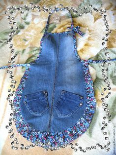 Make this, but with empire waist, gathers to fit baby bump for my favorite pastry chef. Sewing Aprons, Sewing Clothes, Jean Apron, Denim Scraps, Renegade Seamstress, Apd, Jean Crafts, Cute Aprons, Denim Ideas