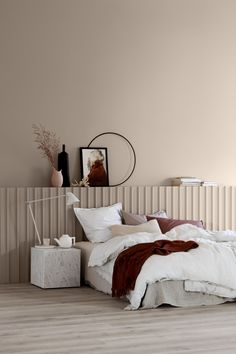 Bedroom colors: what are the latest trends for your sleeping oasis? - apricot wall paint bedroom colors trends Informations About Schlafzimmer Farben: Welche sind die neu - Trendy Bedroom, Modern Bedroom, 1920s Bedroom, Home Bedroom, Bedroom Decor, Bedroom Ideas, Master Bedroom, Bedroom Inspiration, Bedroom Inspo