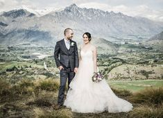 Lauren and Tom's Rustic Thurlby Domain Queenstown Wedding — Fluidphoto Ruth Brown Post Wedding, Wedding Day, Wedding New Zealand, Mountain Weddings, Relaxed Wedding, Creative Wedding Ideas, Stella York, Outdoor Ceremony, Party Photos