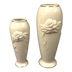 This pair of Lenox Rose Blossom beautiful fine china vases are finished in an off white with 24 Karat gold trim The front side of each has a raised. Vase Centerpieces, Vases Decor, Mccoy Pottery Vases, Lenox Vase, Clear Glass Vases, Decorative Items, Design Art, Perfume Bottles, Rose