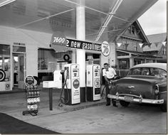 PUMPING GAS AT A UNION 76 STATION IN 1955 | PDX RETRO