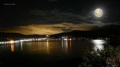 """(by André Daguiar)    ...""""Lua, lua mansa caminhando em paz...  Despejando raios de luar luar...  Praia mansa praia um espelho faz/  Refletindo raios de luar...""""  (Grupo Engenho)"""