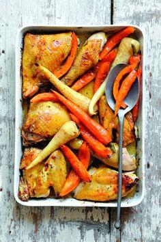 Poulet rôti aux épices et légumes racines Livre : 1001 idées pour cuisiner sans se ruiner Ed. Larousse Cuisine