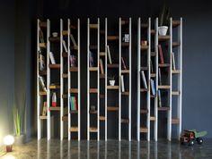 Des chutes de bois recyclées pour une splendide bibliothèque de la marque Kann Design http://www.sogreendesign.com/fr/mobilier/bibliotheques-etageres/bibliotheque-design-r60.html