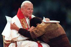 Joven abrazando a Juan Pablo II - pt