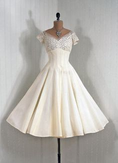 Vintage Prom Dresses, Mini Short Homcoming Dresses, Lace Party Dresses - Source by amelieglasmeier - Vintage Prom, Vintage 1950s Dresses, Vintage Wear, Vintage Outfits, Vintage Clothing, Pretty Outfits, Pretty Dresses, Beautiful Dresses, Lace Party Dresses