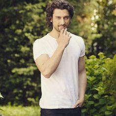 Alp Navruz Dreadlock Hairstyles For Men, Beautiful Green Eyes, Vogue Men, Turkish Beauty, Best Series, Celebs, Celebrities, Turkish Actors, Male Beauty