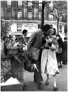 "Photo Robert Doisneau ""Le Bouquet De Jonquilles"" (Paris, 1950)"