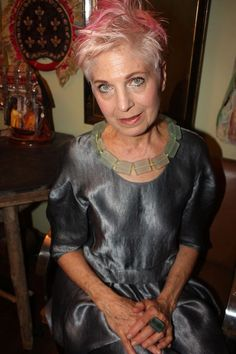 I always admire people like Debra Rapoport, who lives with the complete freedom to express her own creativity without restricting herself to externally-constructed norms. Wise Women, Old Women, Stylish Older Women, Beautiful Old Woman, Advanced Style, Ageless Beauty, Aging Gracefully, Your Turn, Style And Grace