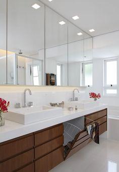 Finde klassische Badezimmer Designs von Lore Arquitetura. Entdecke die schönsten Bilder zur Inspiration für die Gestaltung deines Traumhauses.