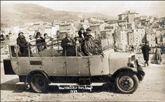 bus, Tourrettes sur loup, Alpes maritimes en 1930. Provence, cote d'azur