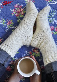 If you are one of them, who likes crocheting and knitting, then crocheting comfortable socks is a great idea. Crochet Socks Pattern, Knit Or Crochet, Crochet Patterns, Crochet Hats, Crochet Ideas, Drops Design, Ravelry, Big Knit Blanket, Big Knits