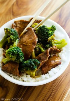 Tender beef and broccoli florets simmer in a slow cooker to create this warm and hearty Crock Pot Beef and Broccoli! It's a recipe that truly belongs in your dinner hall of fame! Crock Pot Slow Cooker, Crock Pot Cooking, Slow Cooker Recipes, Beef Recipes, Cooking Recipes, Healthy Recipes, Healthy Food, Crockpot Meals, Diabetic Recipes