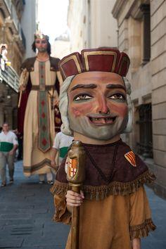 """Gigantes y cabezudos (""""Gegants i capgrossos""""), en Barcelona durante las Fiestas de la Merçè (alrededor del 24 de septiembre)"""