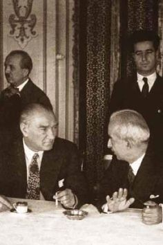Mustafa Kemal Atatürk and his military and political friend GENERAL İSMET İNÖNÜ.(First prime ministre of Türkiye).