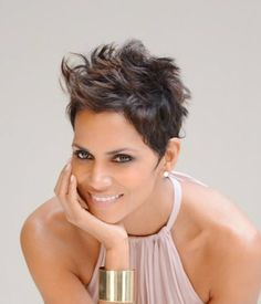 You'll see examples of layered pixie haircut, soft messy pixie cut, blonde pixie hairstyles on this gallery. Here are 50 Best Pixie Haircuts to choose best. Halle Berry Hairstyles, Pixie Hairstyles, Short Hairstyles For Women, Easy Hairstyles, Pixie Haircuts, Curly Hair Cuts, Short Hair Cuts, Curly Hair Styles, Natural Hair Styles