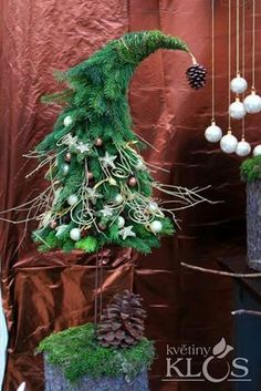 Как сделать новогодний топиарий в виде елки. Woodland Christmas, Christmas Flowers, Christmas Tree Themes, Primitive Christmas, Rustic Christmas, Xmas Decorations, Xmas Tree, Christmas Booth, Noel Christmas