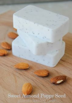 Use shea butter: Sweet Almond Poppyseed Soap. 3 ingredients, so luxurious on dry hands and so easy to make. Homemade Soap Recipes, Homemade Gifts, Homemade Art, Diy Savon, Dry Hands, Homemade Beauty Products, Beauty Recipe, Home Made Soap, Handmade Soaps