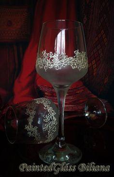 Ensemble de 2 main peint verres à vin dentelle de trèfles en blanc                                                                                                                                                     Plus