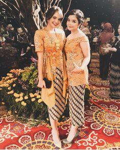 Dress Brokat Modern, Kebaya Modern Dress, Kebaya Dress, Kebaya Hijab, Dress Pesta, Model Dress Batik, Batik Dress, Kebaya Bali, Batik Kebaya
