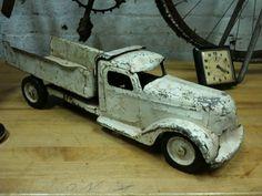 """1940s Buddy """"L"""" Dump Truck"""
