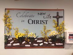 Forsythia and daffodils … Easter Sunday school bulletin board. Forsythia and daffodils … Catholic Bulletin Boards, Easter Bulletin Boards, Creative Bulletin Boards, Christian Bulletin Boards, Summer Bulletin Boards, Interactive Bulletin Boards, Classroom Bulletin Boards, Kirchen, Daffodils