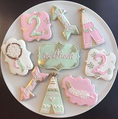 ____________________________ BOHO CHIC BIRTHDAY COOKIES ____________________________ These adorable cookies make a great dessert or favor for a boho chic themed birthday party! You will receive one dozen (12) cookies, in the styles pictured. Icing colors can be changed. Wording on arrow cookie can say whatever you want, or can be left blank. ____________________________ ABOUT MY COOKIES ____________________________ My cookies are always baked fresh, never frozen! Made from quality ingre...