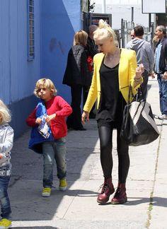 Gwen Stefani SUPER COOL mom style