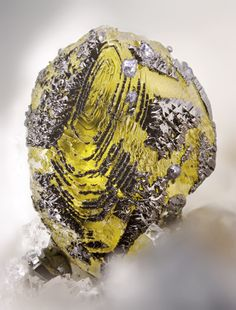 Sphalerite with Galena and Jordanite - Lengenbach Quarry, Fäld, Binn Valley, Wallis, Switzerland FOV : 3 mm