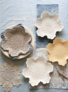 This Homemade Christmas Gift seems like it would be a lot of work, but it's really quite simple! These lace pottery dishes are made using craft porcelain, a clay-like material that requires no baking! Related Creative Ways to Use Those Fallen Le Homemade Christmas Gifts, Homemade Gifts, Christmas Diy, Simple Christmas, Christmas Presents, Handmade Christmas, Holiday Gifts, Diy Clay, Clay Crafts