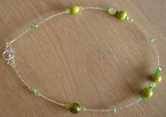 Collier met zilverkleurige glas staafjes en groene acryl kralen ! door MissPiggyPearls op Etsy
