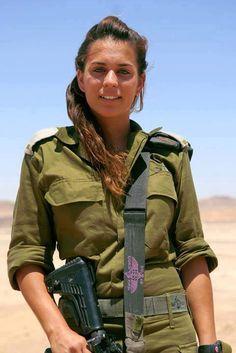 A tenente Shelly Marhevka é comandante de uma unidade de Inteligência de Combate do Exército de Israel, que vigia a fronteira sul do Estado judeu. No caso de uma infiltração terrorista, Shelly e seus soldados são os responsáveis por detectar e impedir um ataque. #conib http://www.conib.org.br/ apud FB/Confederação-Israelita-do-Brasil-CONIB
