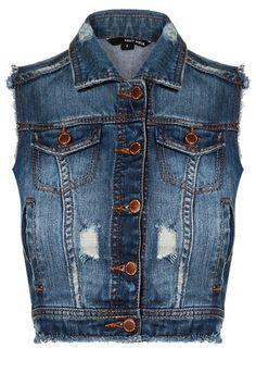 Na wierzch supermodna kamizelka jeansowa