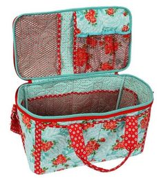 Picnic in the Park Fabric Basket Pattern by ByAnnie at KayeWood.com Picnic Bag, Picnic In The Park, How To Purl Knit, Bag Patterns To Sew, Yarn Shop, Book Quilt, Fabric Manipulation, Interior And Exterior, Sewing