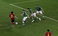 David Sliva avoids six Irish legs before beating two more in Goalie Givens as he scores for Spain versus Ireland. #Euro2012 #DavidSilva #Spain