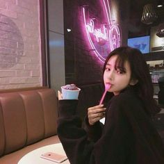 asian, girl, and ulzzang image Ulzzang Korean Girl, Ulzzang Couple, Cute Korean Girl, Asian Girl, Korean Aesthetic, Aesthetic Girl, Flower Aesthetic, Ulzzang Girl Fashion, Hwa Min