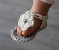 Items similar to Crochet Baby Shoes with Flower Headband, Crochet Baby Sandals. Crochet Baby Booties, Baby Girl Flower Headband on Etsy Crochet Booties Pattern, Baby Shoes Pattern, Shoe Pattern, Baby Patterns, Crochet Patterns, Baby Gladiator Sandals, Baby Girl Sandals, Crochet Baby Sandals, W 6