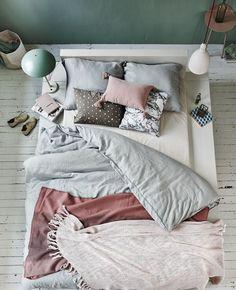 pastel slaapkamer styling: Cleo Scheulderman photo: Jeroen van der Spek