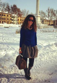 Gold & Electric Blue in the Snow  , Zara in Cardigan, Hogan in Occhiali / Occhiali da sole, Zara in Gonne, Louis Vuitton in Borse, Hunter in Stivali, H in Gioielli